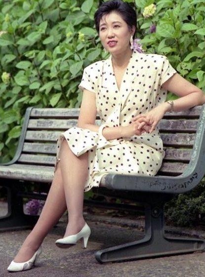 小池百合子 若い頃 ミニスカ 美脚 かわいい