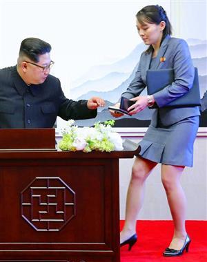 金正恩 妹 金与正キムヨジョン かわいい 美人 美脚 スカート 画像