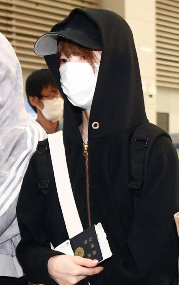 NiziU 空港 帰国 ファッション